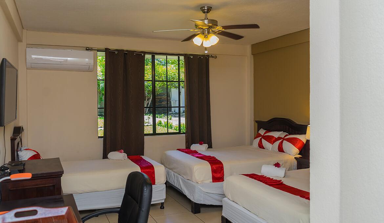 Habitación Triple Hotel Farallones Chinandega Nicaragua